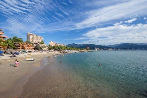 7 departamentos frente a la playa en Puerto Vallarta por menos de $150K