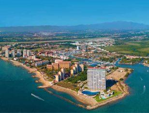 Puerto Vallarta se prepara para la temporada alta.