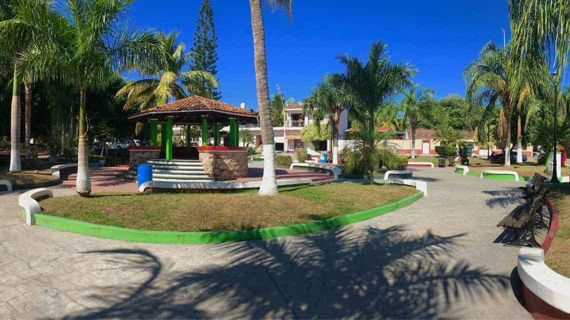 La Cruz Plaza real estate